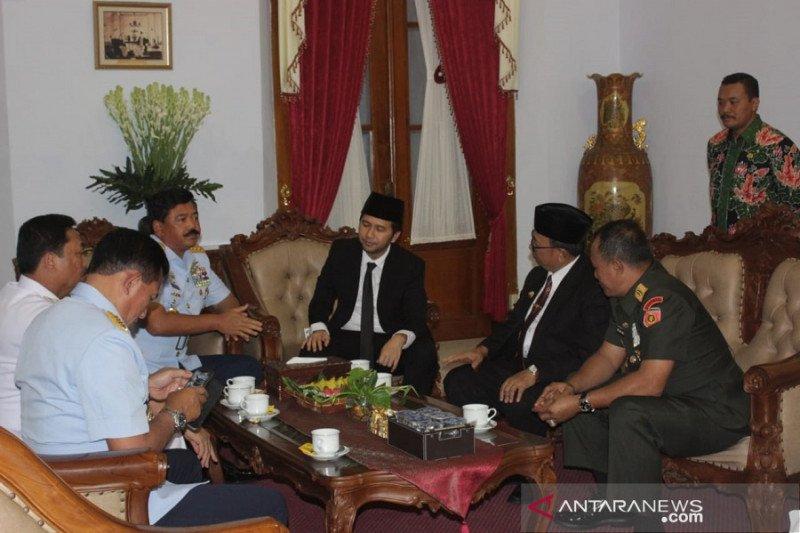 Menjelang HUT TNI, Panglima ziarah makam Bung Karno dan Gus Dur