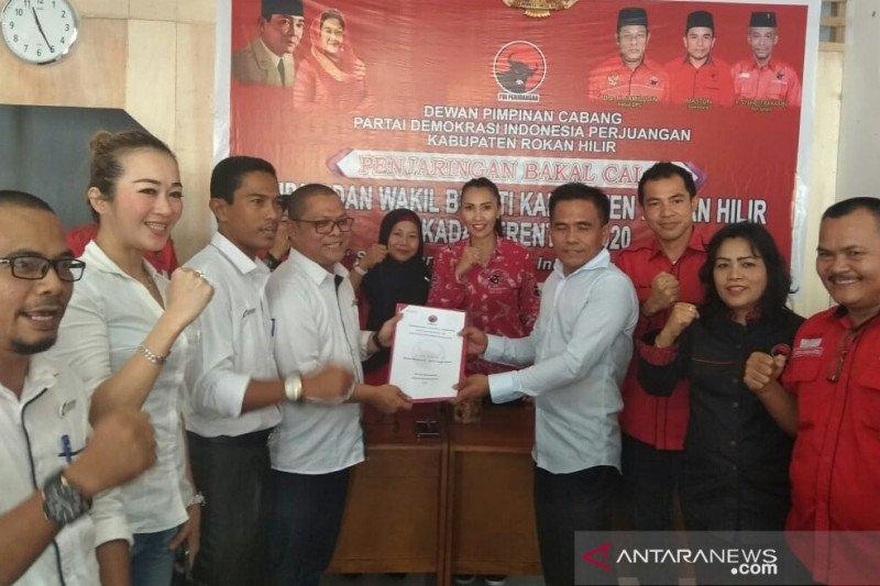 Cutra Andika kembalikan formulir pendaftaran ke PDI Perjuangan