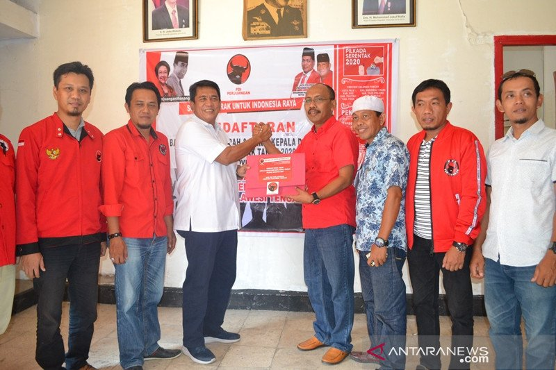 Setelah kembalikan berkas bacalon gubernur, Hasanuddin Atjo ditawari jadi kader PDIP