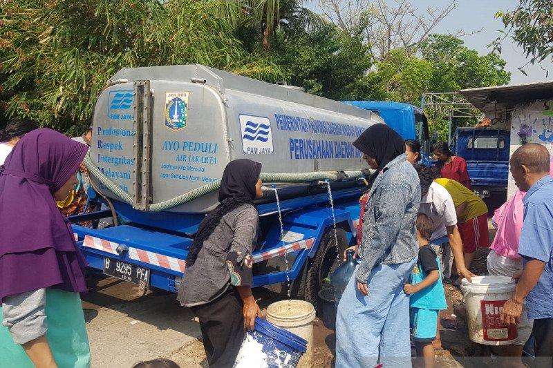 Pemkot Jakbar pasang tandon atasi krisis air dan kekeringan