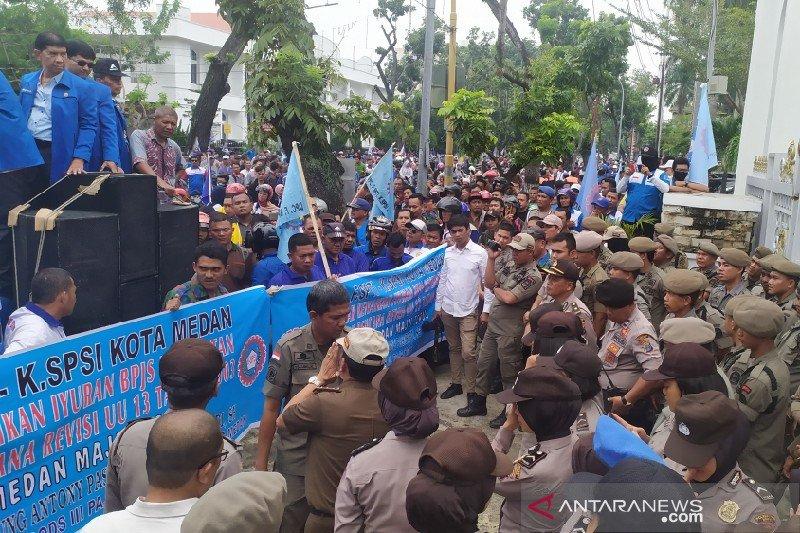 Ribuan buruh di Medan tolak kenaikan iuran BPJS
