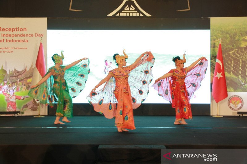Tarian khas Indonesia warnai resepsi diplomatik KJRI Istanbul