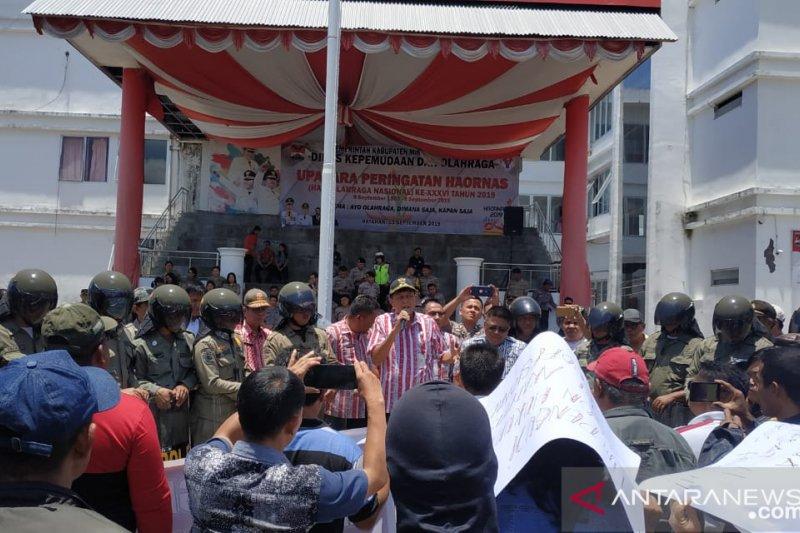 Warga pro Pemkab gelar aksi terkait Pilhut