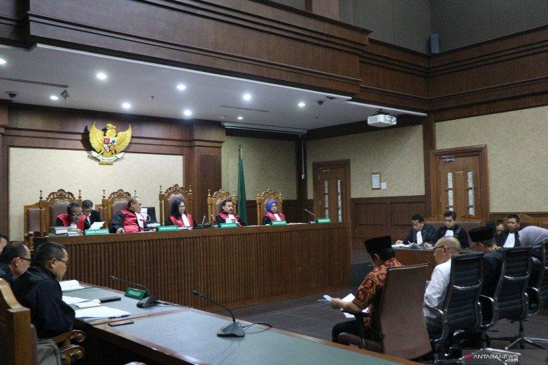 Empat anggota DPRD Lampung Tengah didakwa terima suap Rp9,695 miliar