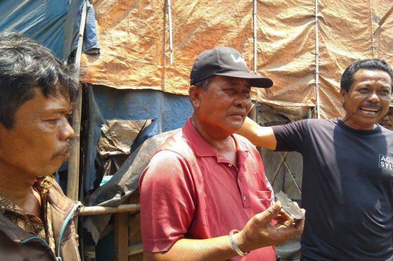 Pemilik pembakaran arang di Cilincing harapkan solusi pemerintah