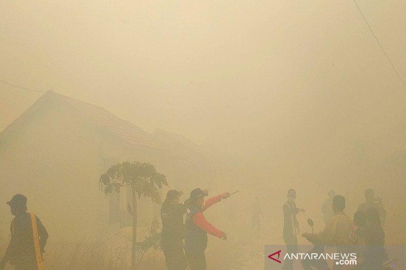 Kebakaran lahan nyaris hanguskan sekolah dan rumah warga Sampit