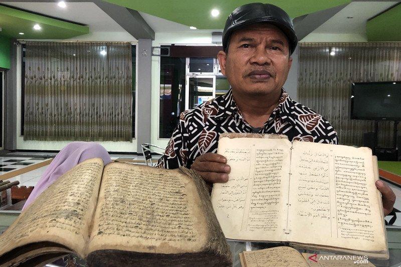 Puluhan manuskrip kuno dipamerkan di Perpustakaan Kota Malang