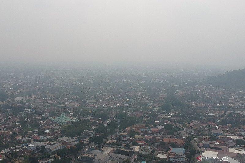 Asap Sumatera Barat diprakirakan makin pekat Senin siang