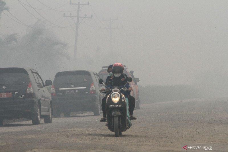 Karhutla Riau - Asap masih pekat di Pekanbaru, jarak pandang 600 meter