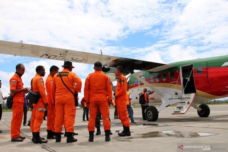 Pencarian pesawat jatuh di Papua