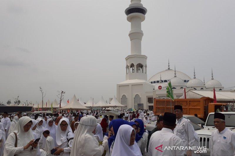 Wisman padati peresmian Masjid Sultan Batam