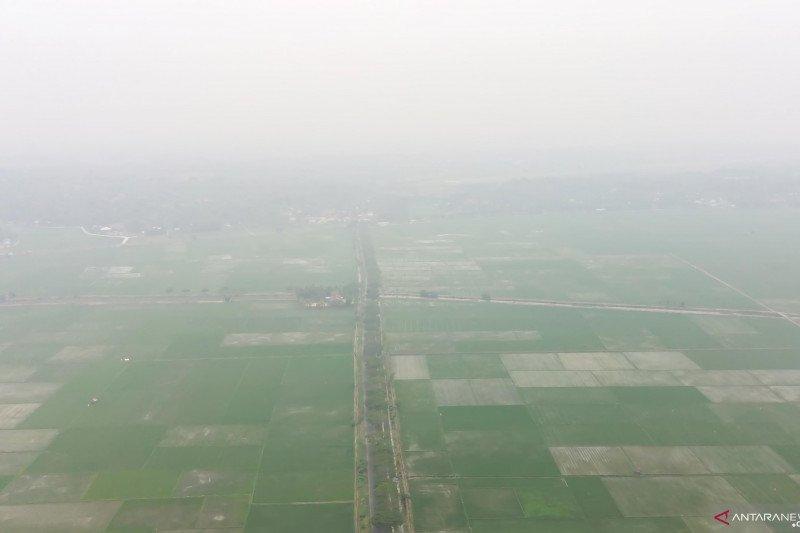 Kabut asap melanda, bandara  di Sumatera masih beroperasi