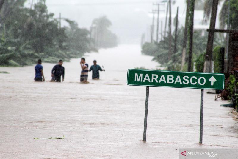 17 orang tewas dalam banjir di rumah sakit Meksiko