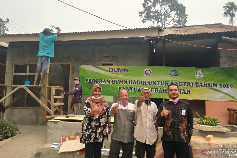 Tiga BUMN di Jambi lakukan bedah rumah warga dan karyawan