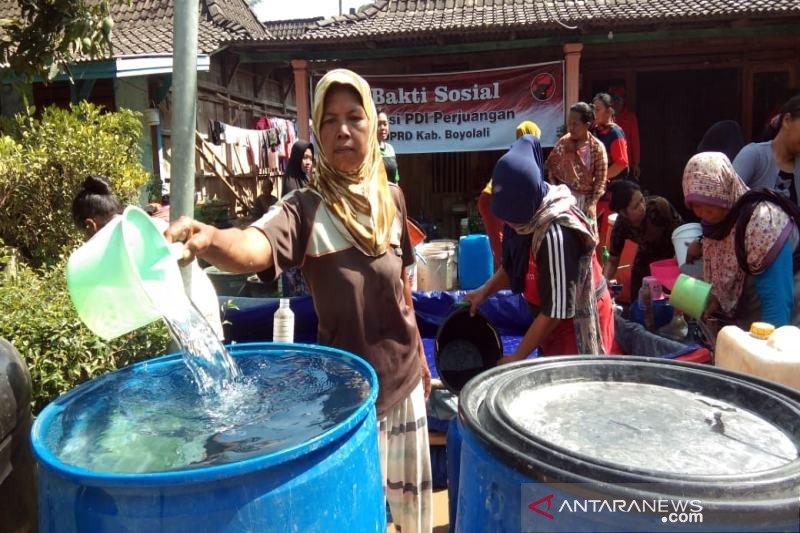 Warga Wonosegoro Boyolali terima bantuan air bersih