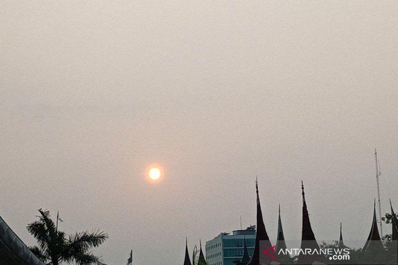 BMKG : Jarak pandang di Sumbar hanya tiga kilometer akibat kabut asap