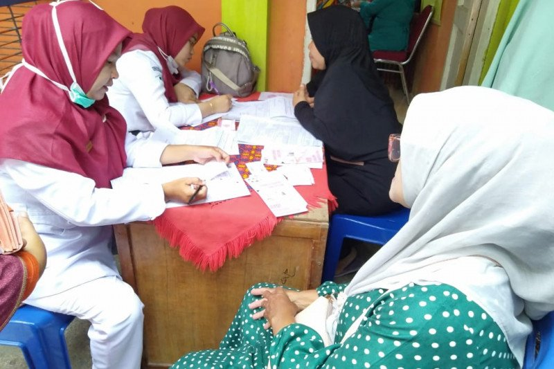 Puluhan ibu-ibu di Batu Gadang ikuti tes IVA