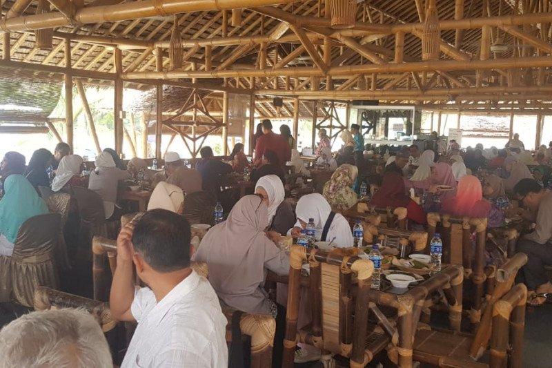 Wisman buru kuliner khas Batam usai kunjungi Masjid Sultan