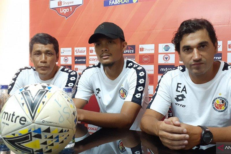 Eduardo Almeida belum dampingi Semen Padang hadapi PSM Makassar