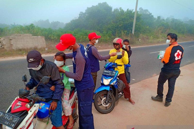 PMI Babel bagikan 7.000 masker ke warga terdampak asap