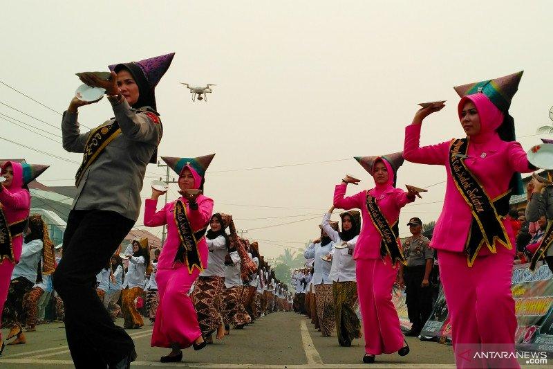 2.890 penari piring Solok Selatan pecahkan rekor dunia