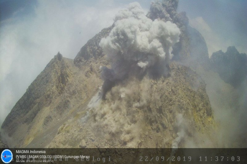 Awan panas letusan Gunung Merapi akibatkan hujan abu