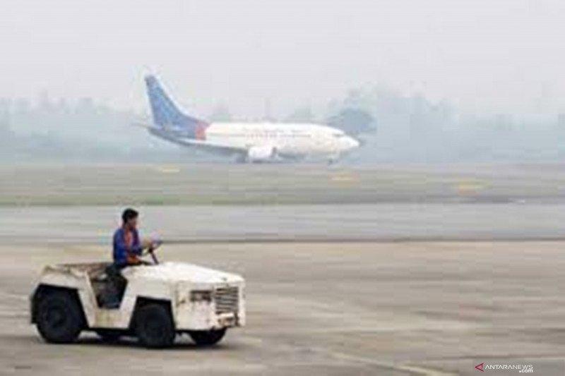 Kabut asap mengganggu penerbangan di Jambi