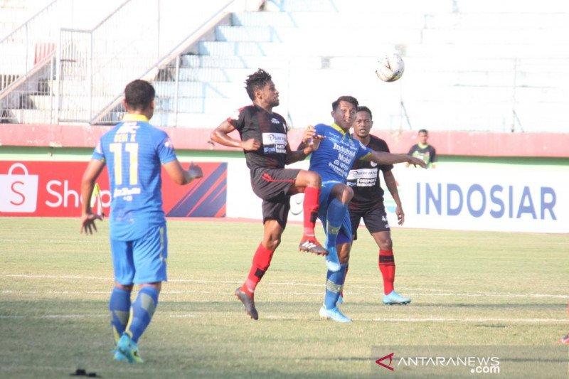 Dua gol Ezechiel menghantarkan Persib menang atas Persipura 3-1