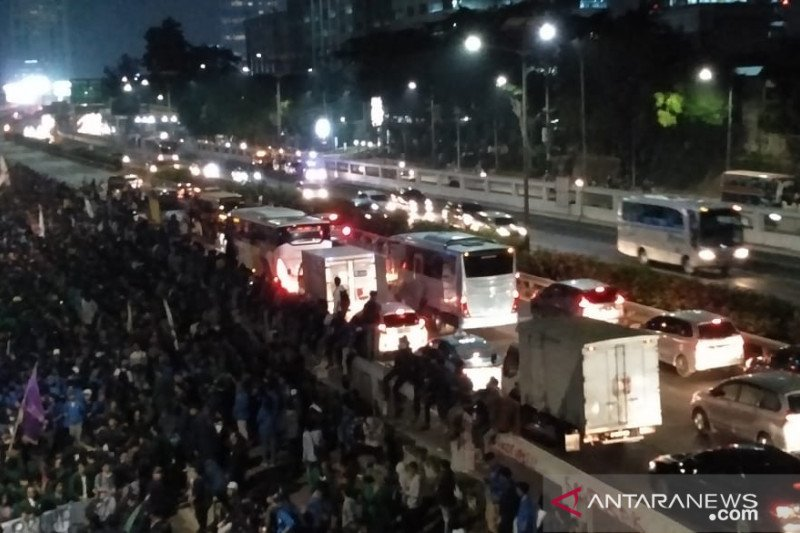 Aksi mahasiswa tolak RKUHP berlanjut di DPR