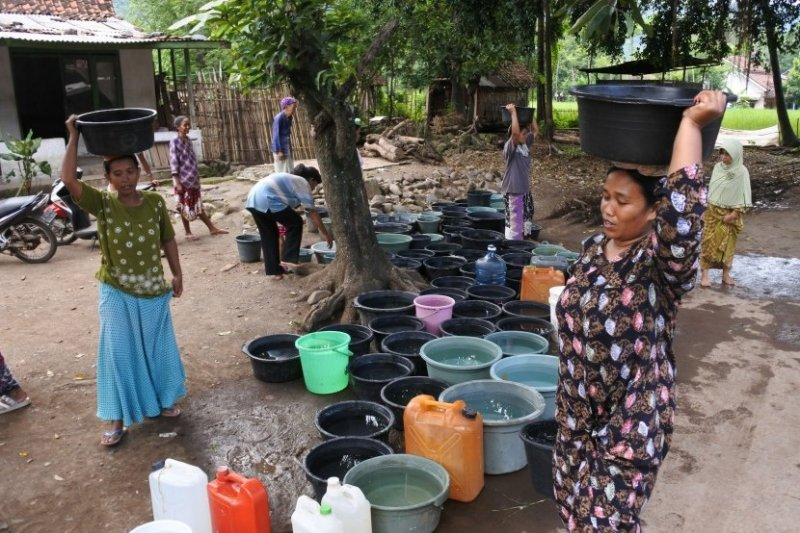 Warga Baturaja krisis air bersih  dampak musim kemarau