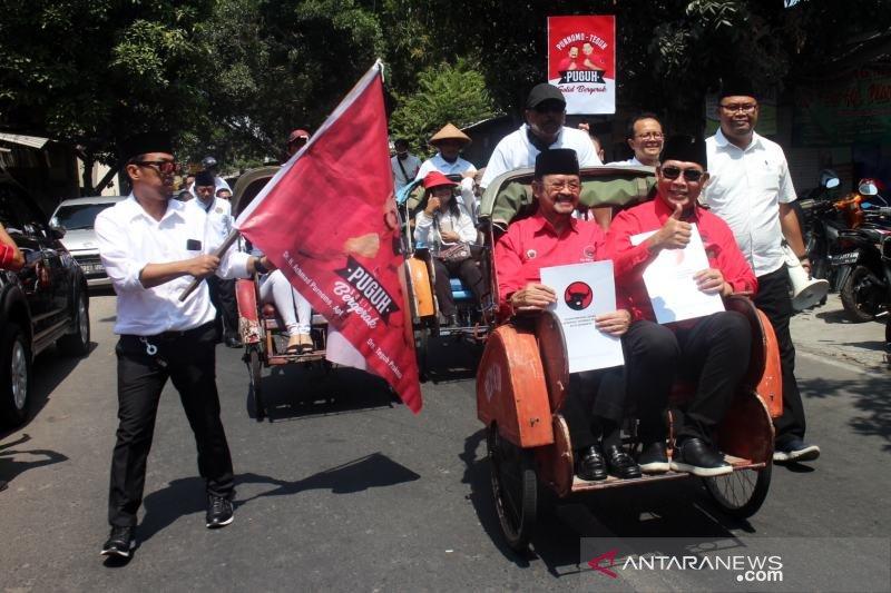 Pilwakot Surakarta, pasangan Purnomo-Teguh kembalikan formulir ke DPC PDIP