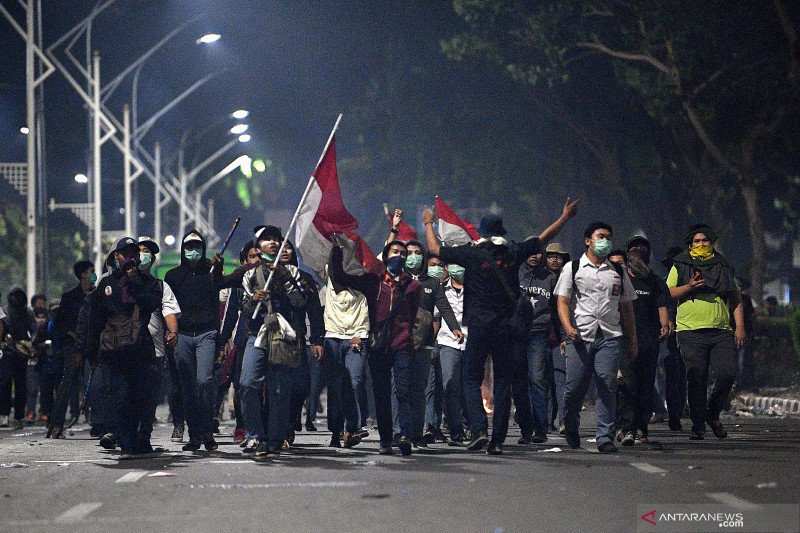 Indonesian students hold rallies to protest law changes