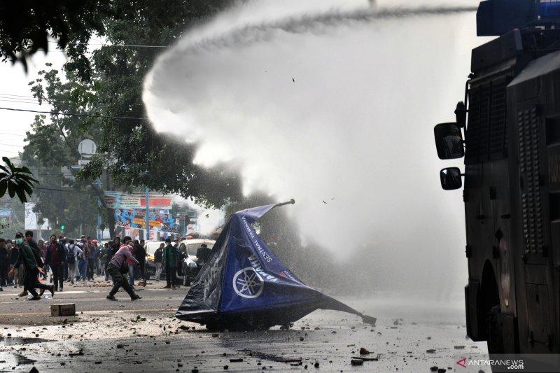 Polisi amankan diduga teroris 'menyelinap' di aksi unjuk rasa DPRD Sumut