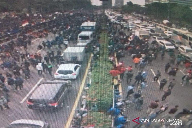 Empat akses Tol Dalam Kota Jakarta ditutup imbas aksi mahasiswa