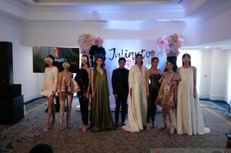 Julianto pukau New York Fashion Week dengan koleksi Il Fiore