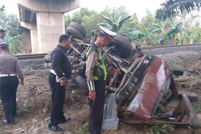 Tiga orang tewas saat kereta api tabrak truk di Lampung Tengah
