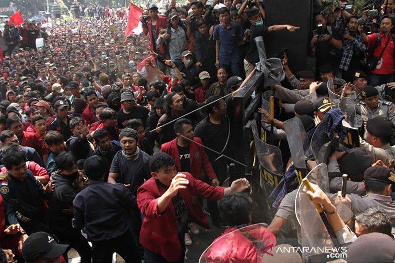 Demo mahasiswa di Kota Malang diwarnai aksi kericuhan