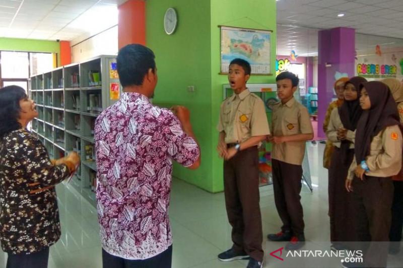 Siswa SLB berwisata edukasi ke Perpustakaan Kota Magelang