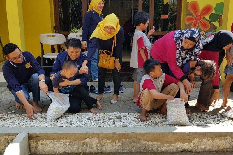 BPJSTK bernyanyi dan bermain bersama anak berkebutuhan khusus