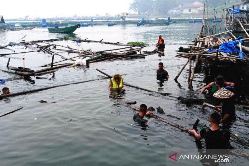 Pemkab Agam bongkar 2.500-an keramba  dari Danau Maninjau