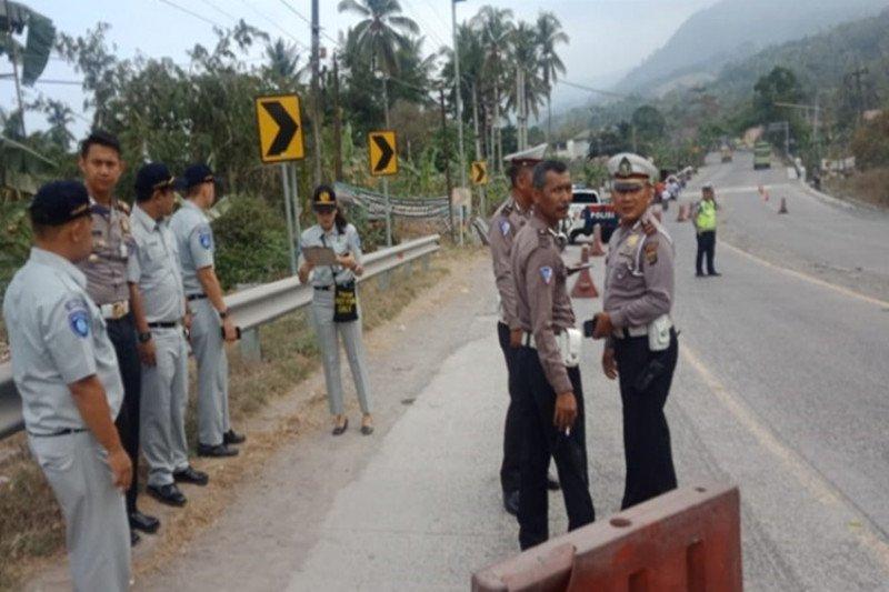 Diduga truk alami rem blong, tiga pengguna motor tewas di kawasan Tarahan