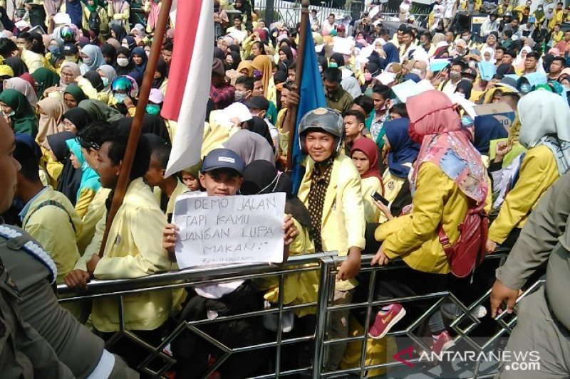 Aksi mahasiswa di Bukittinggi berlangsung tertib tanpa perusakan