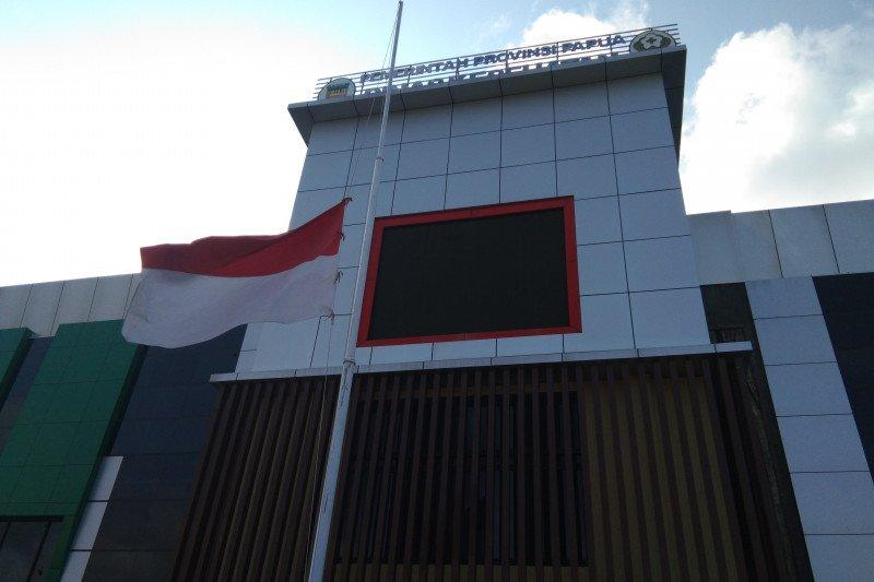 Dinas Kesehatan Papua pasang bendera setengah tiang untuk Dokter Soeko