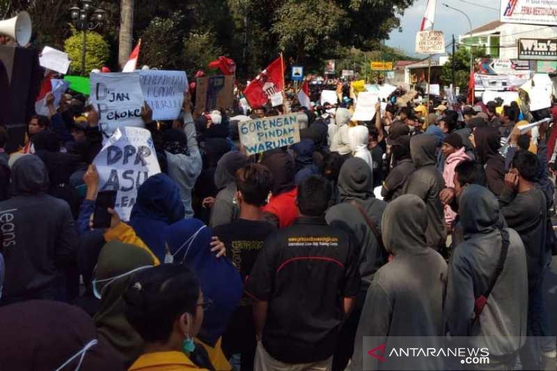Ribuan mahasiswa dan pelajar demo di DPRD Kota Magelang