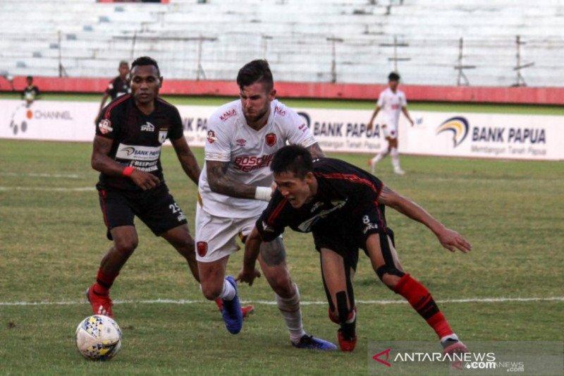 Persipura gulung PSM Makassar
