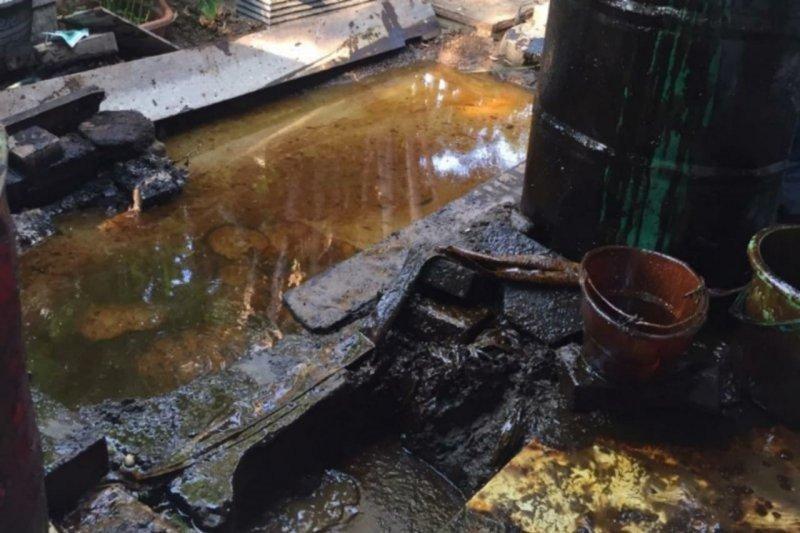 Semburan lumpur yang keluar di Kutisari bercampur air dan minyak