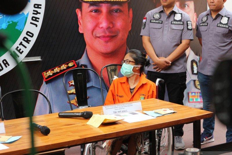 Putri Sri Bintang yang tersangkut narkoba adalah anak tiri