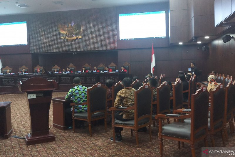 Hakim MK pertanyakan kerugian pemohon uji materi revisi UU KPK