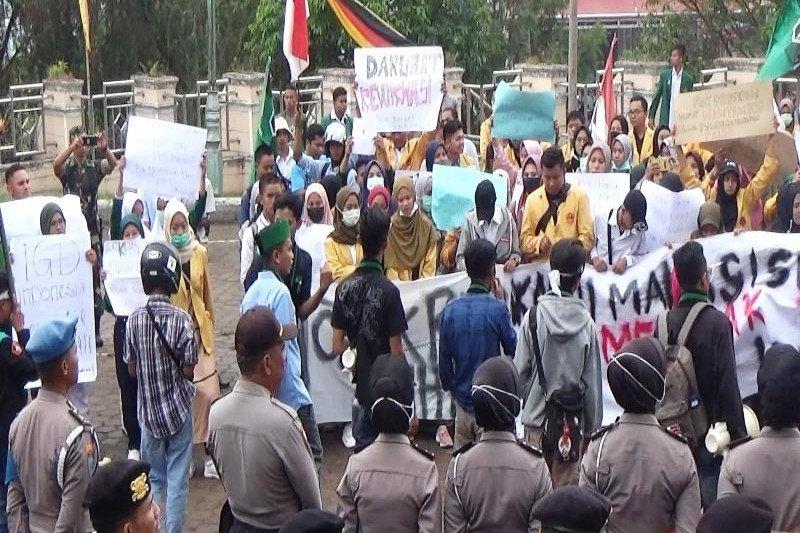 Aliansi Mahasiswa Solok gelar demo tolak UU KPK dan RUU KUHP