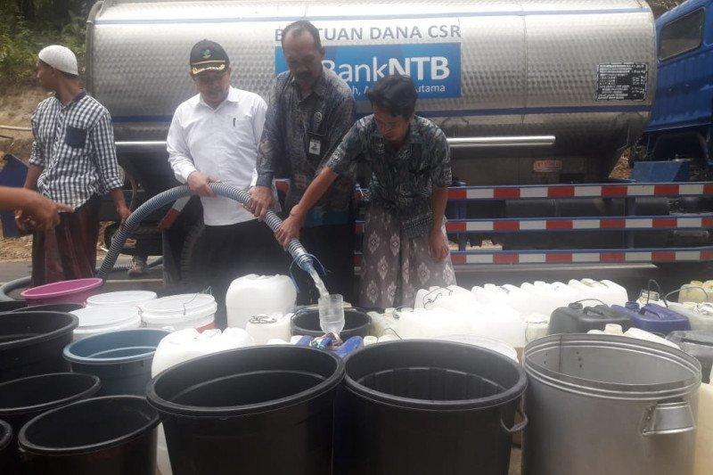 Bank NTB Syariah Salurkan Bantuan Air Bersih di Lombok Barat